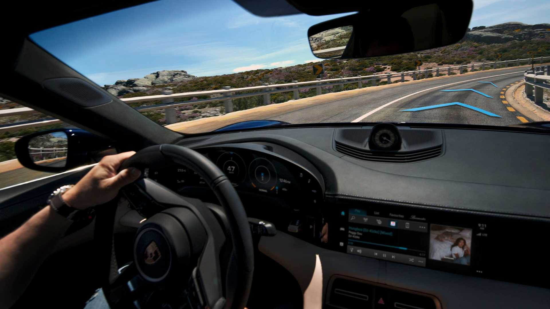 Foto Porsche Taycan Turbo S 2021 Painel Insideevs Brasil