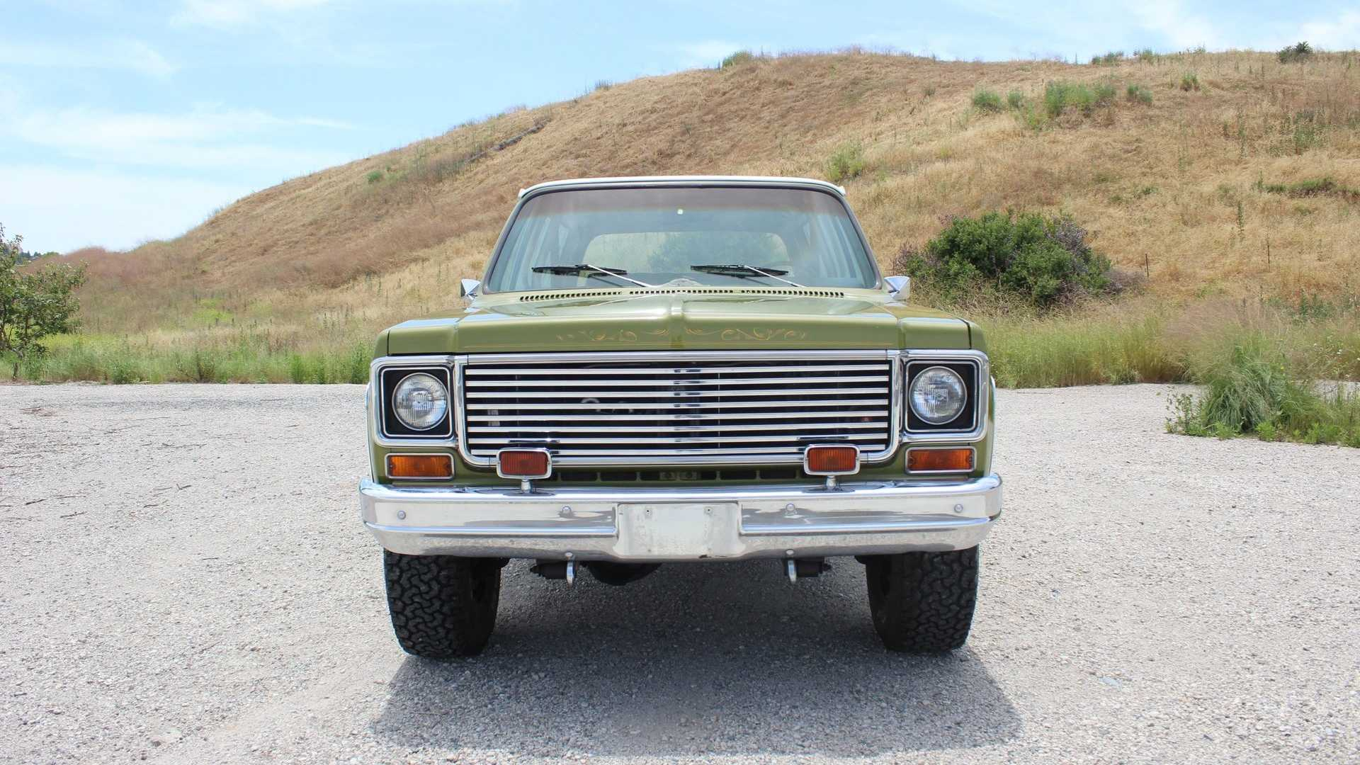 "[""Lime Green 1974 Chevrolet Blazer Cheyenne Is A Full Convertible""]"