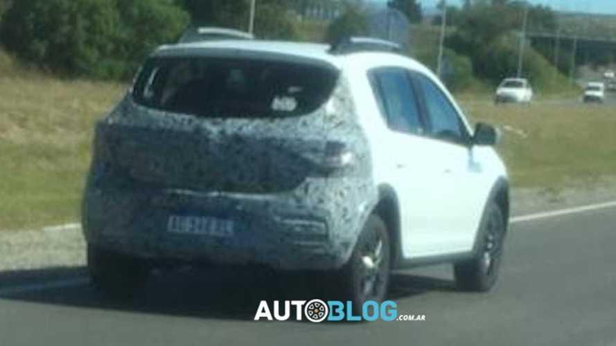 Flagra: Novo Renault Sandero aparece em testes na Argentina