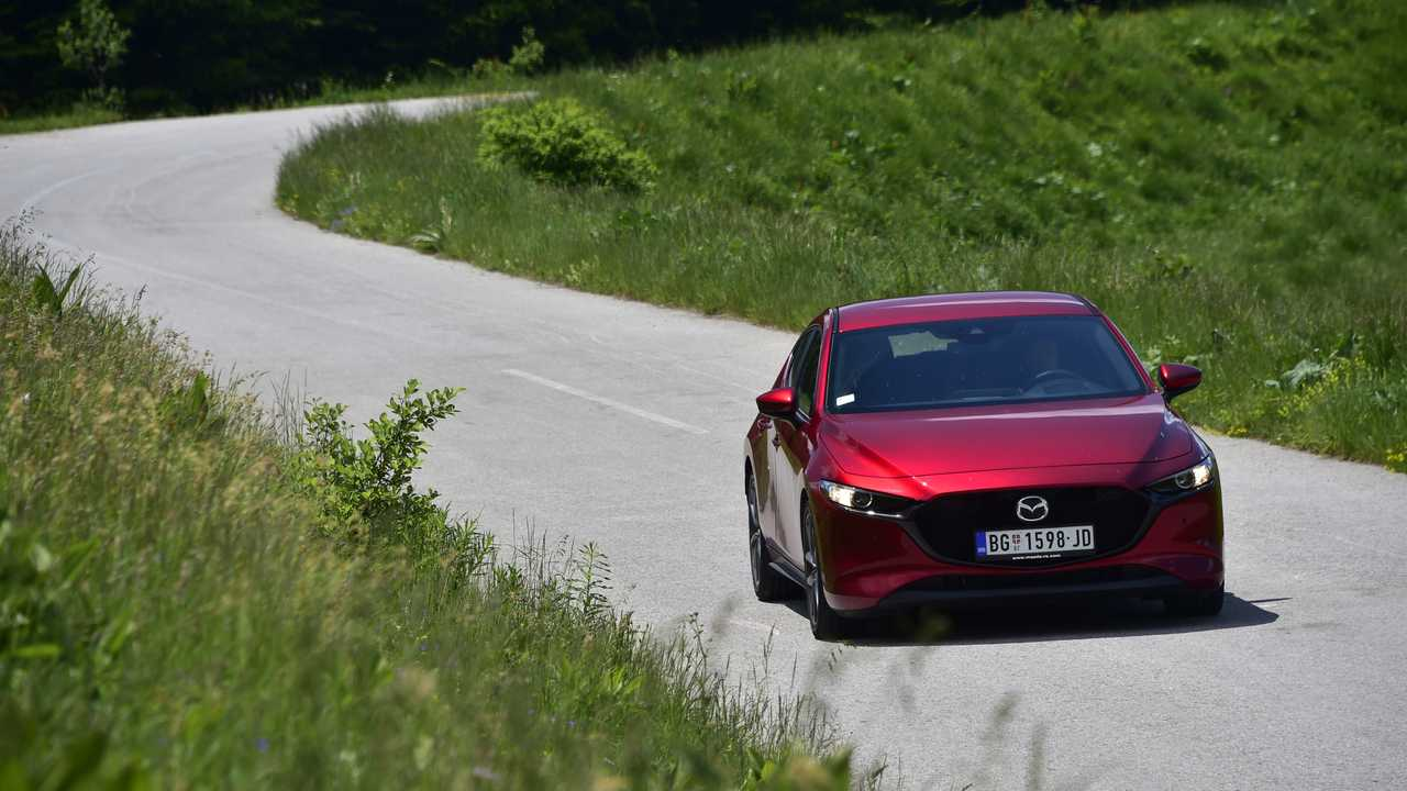 Mazda3 тест-драйв в Сербии