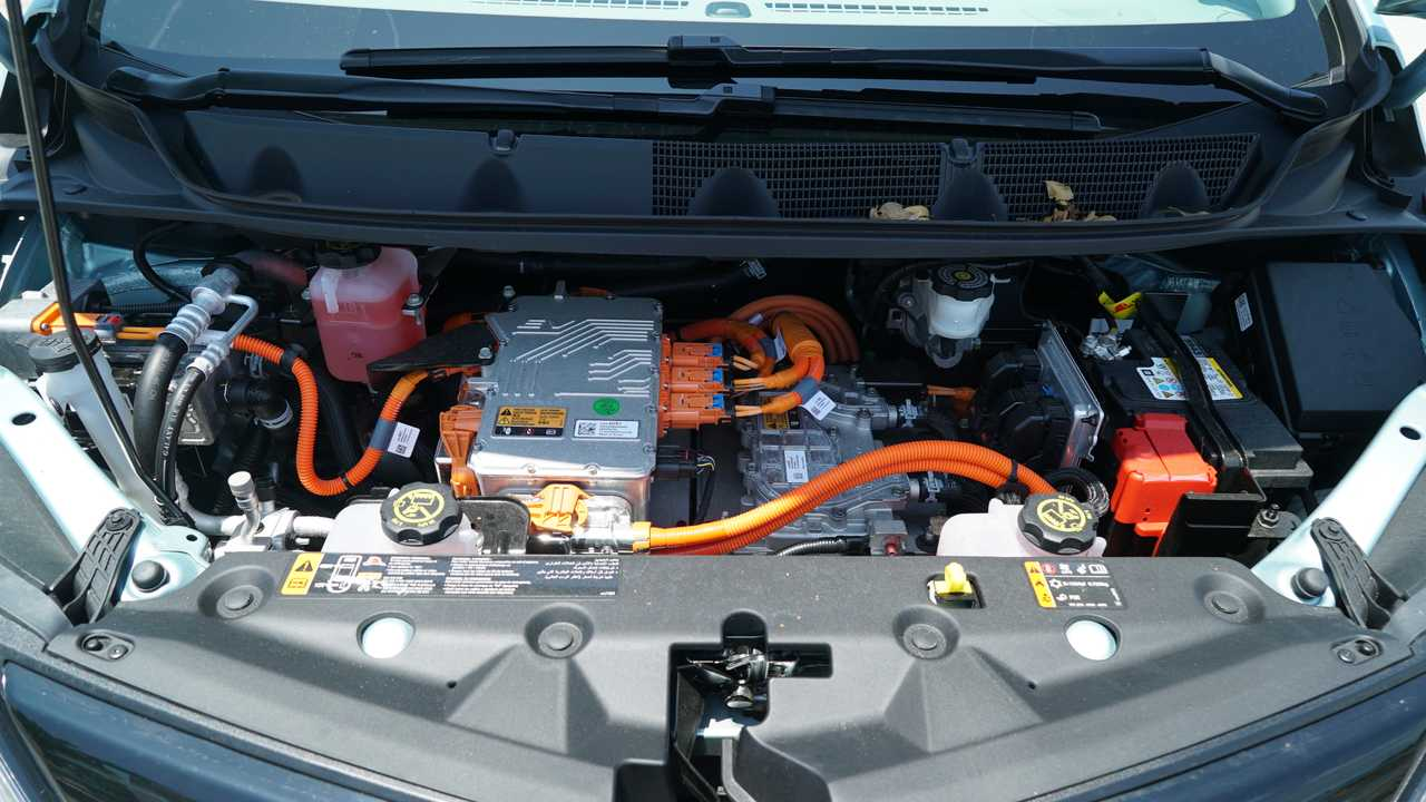 2019 Chevrolet Bolt Vs. 2019 Kia Niro EV Comparison ...