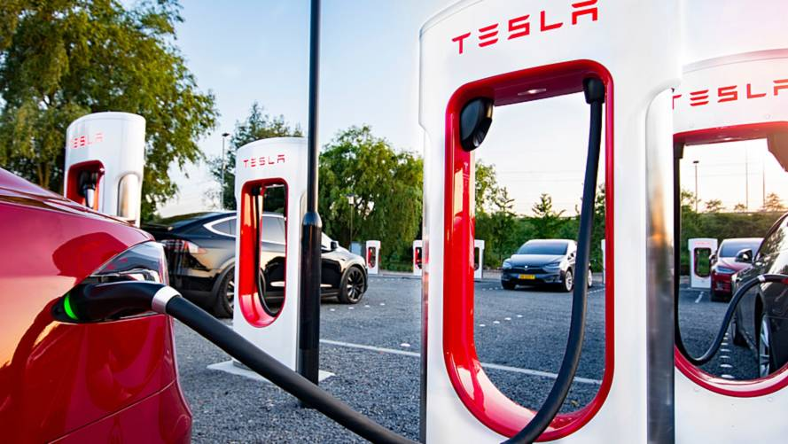 Tesla - Plus de 500 Superchargeurs en France et 400 stations en Europe