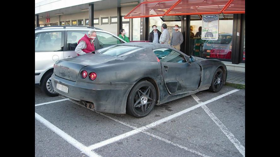 Incontri ravvicinati in autogrill: una nuova Ferrari...