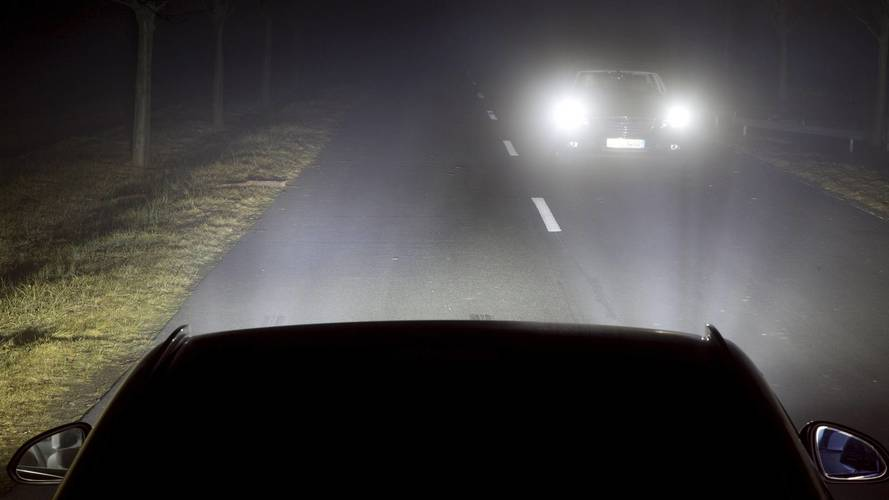 Headlights' dazzling display provokes concerns over safety
