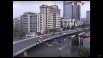 Cina, 116 scavatrici abbattono una strada