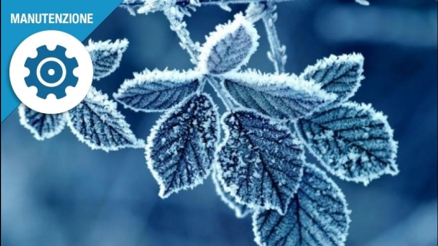 Parabrezza ghiacciato, tre errori da evitare