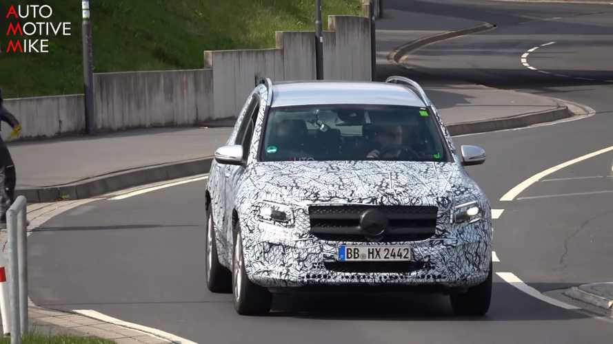 Mercedes GLB al limite fra le curve del 'Ring, video spia