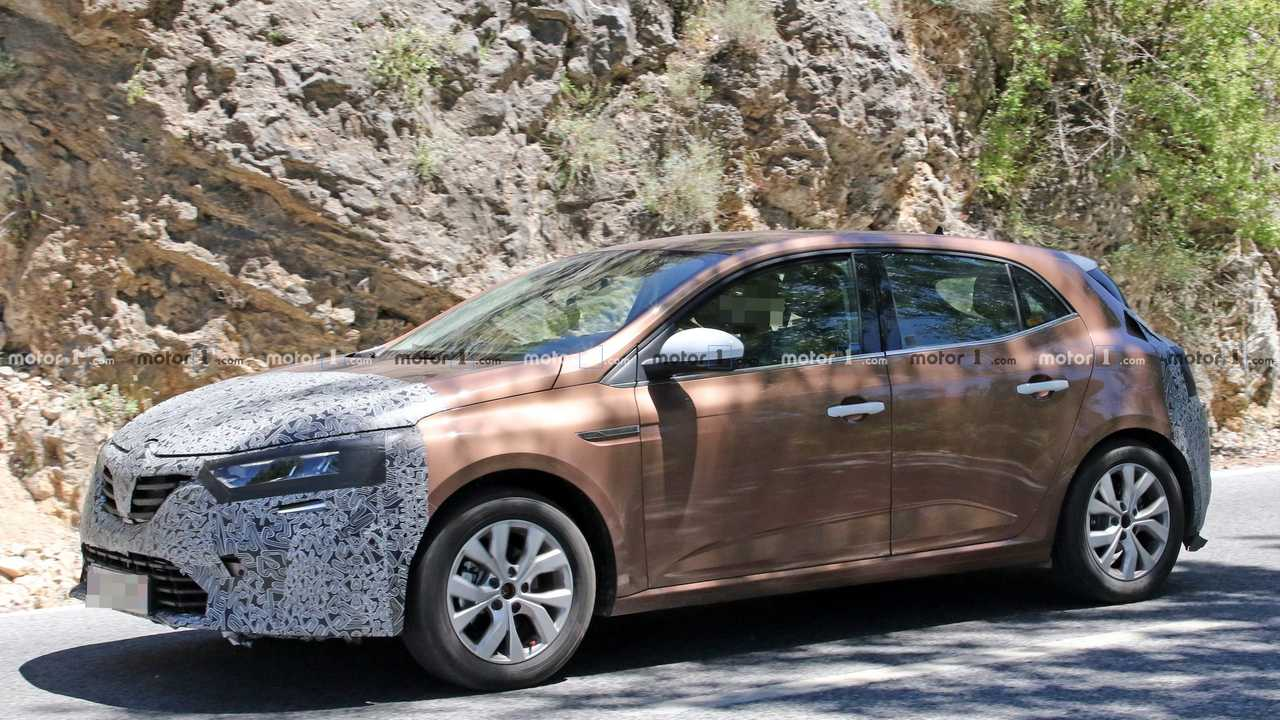 Renault Megane Facelift Spied Again, Still Not Ready To Drop Camo