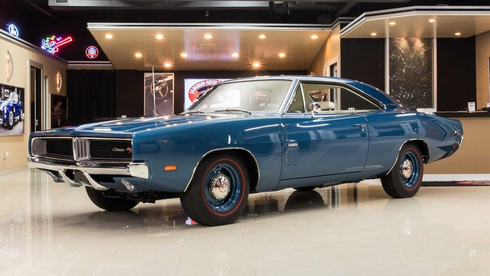 "[""Professionally Built And Restored 1969 Dodge Charger R/T Hemi""]"