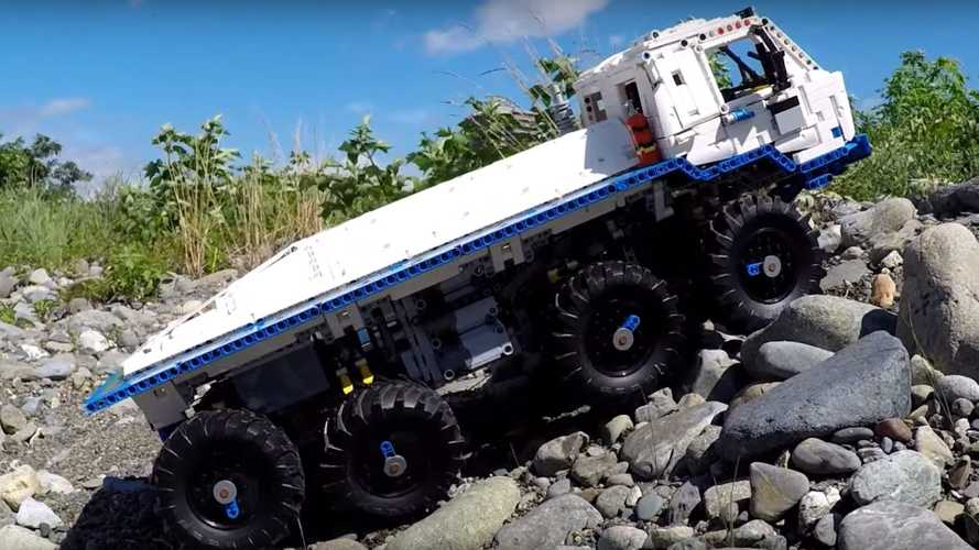 Lego Tatra 8x8 off-roader truck is an impressive little off-roader