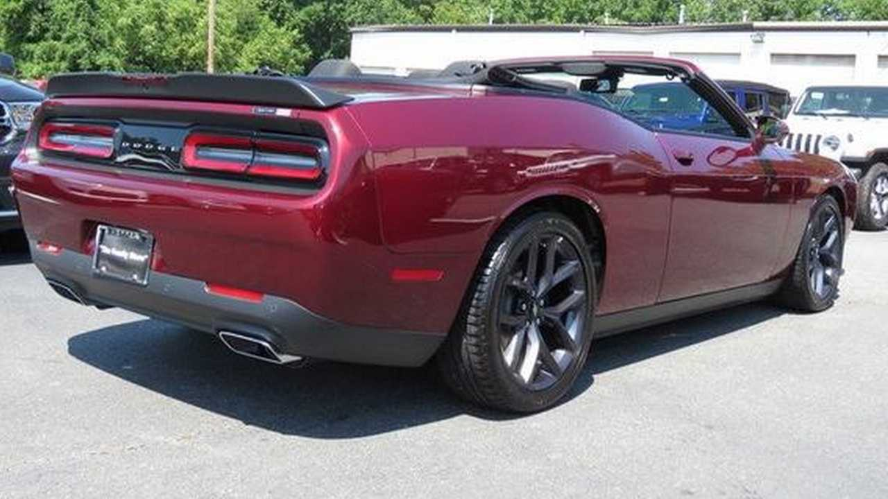 Dodge Exec Says Challenger Convertible Needs A 'Business Case'