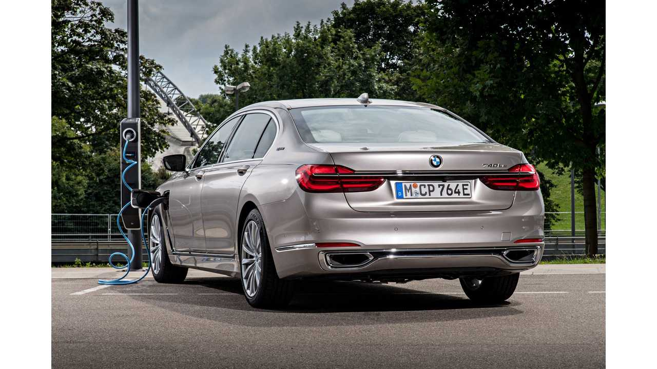 BMW 740Le xDrive iPerformance Preview - Video