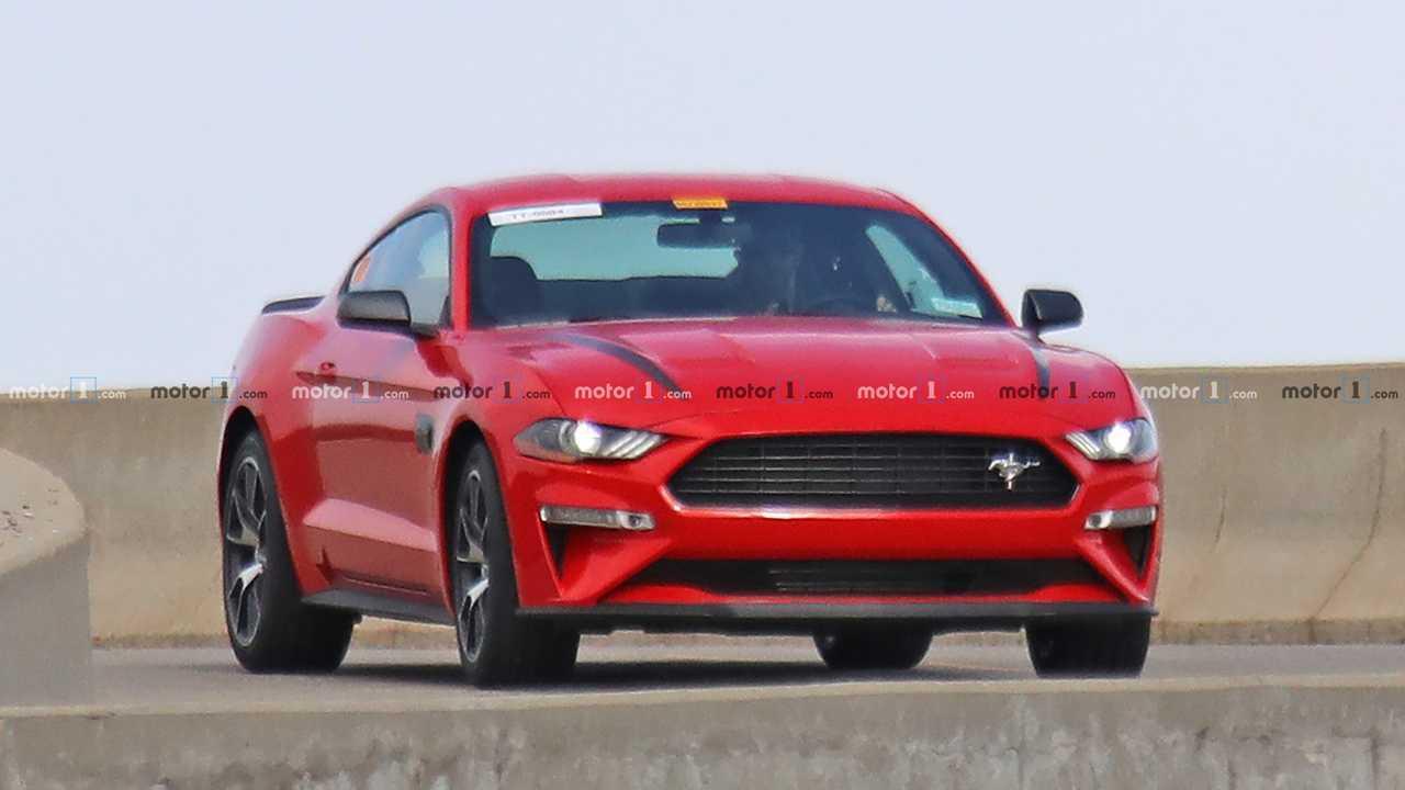 Ford Mustang giriş seviyesi performans versiyonu casus fotoğraf