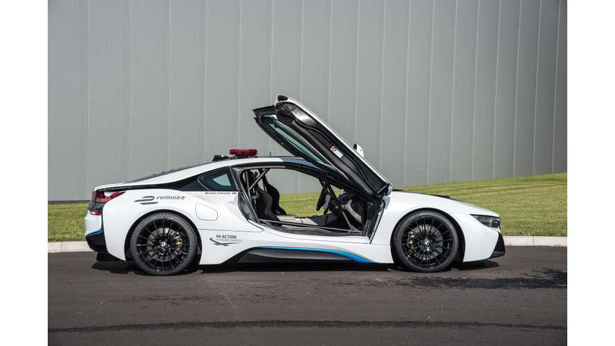 BMW i8 Hot Lap Driven With Formula E CEO - Video
