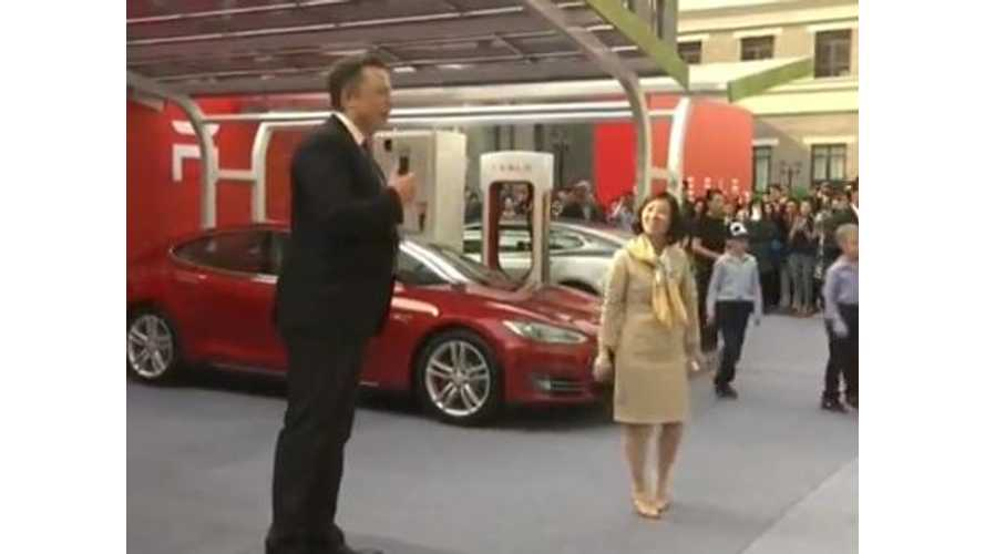 Tesla Delivers First 8 Model S Sedans in China With CEO Musk In Attendance - Videos