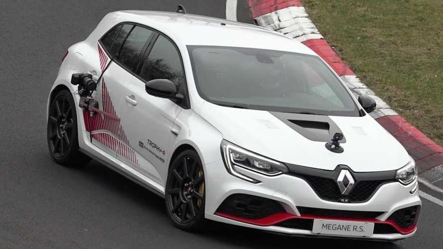 Renault Megane RS Trophy-R Seen Camo-Free At Promo Filming