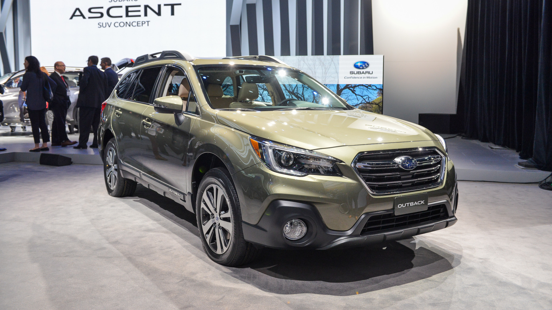 2018 Subaru Outback Motor1 Photos