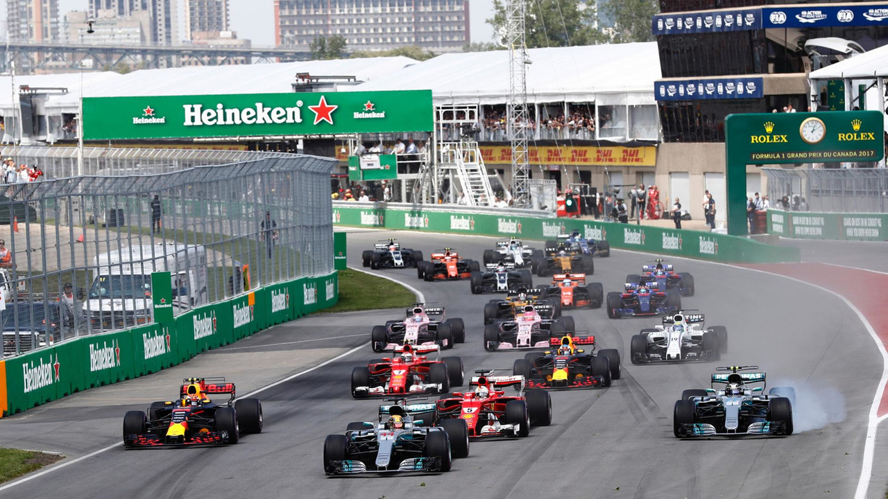 Lewis Hamilton, Mercedes AMG F1 W08, Valtteri Bottas, Mercedes AMG F1 W08, Sebastian Vettel, Ferrari SF70H, Max Verstappen, Red Bull Racing RB13, the rest of the field at the start