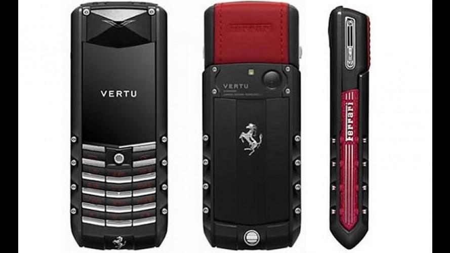 Para combinar com o carro: Celular Vertu Ferrari