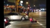 Vídeo: após atropelamento, multidão enfurecida tenta atacar motorista