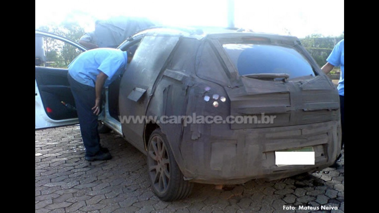 """Segredo: Leitor flagra o Novo Fiat Bravo em testes no Brasil e seu motor """"quente"""""""