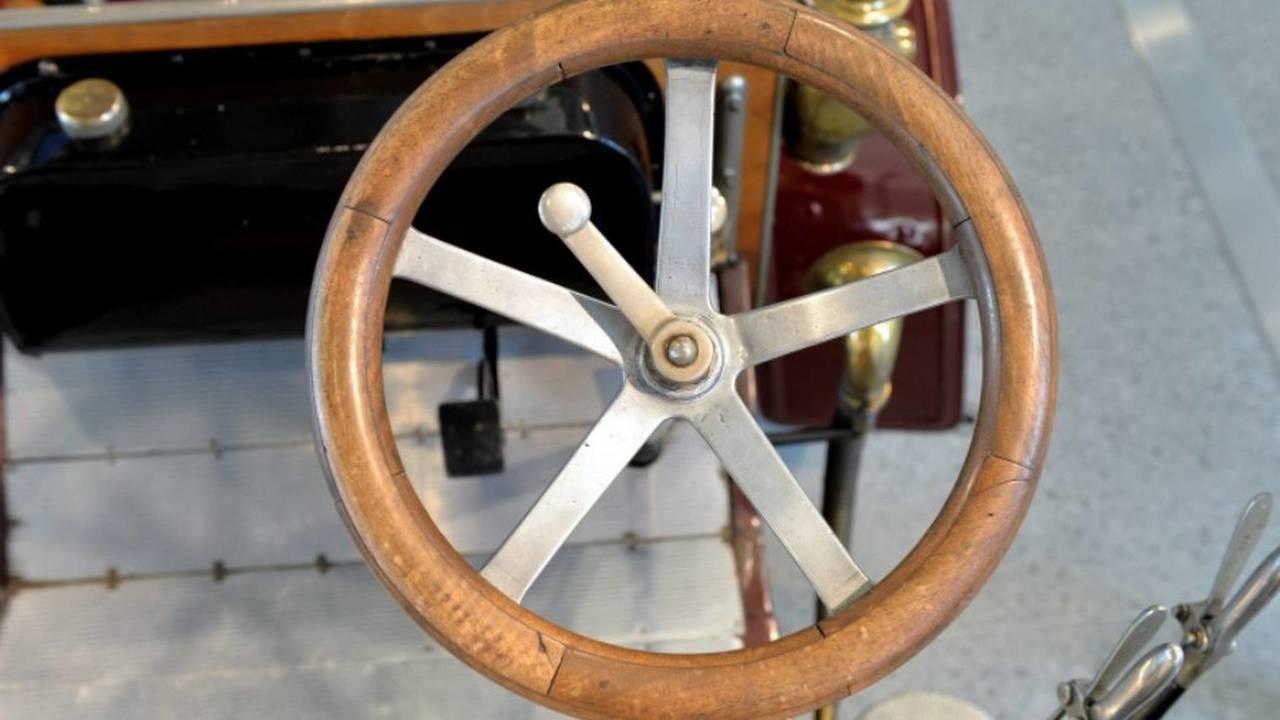 1905 Laurin & Klement Voiturette A steering wheel