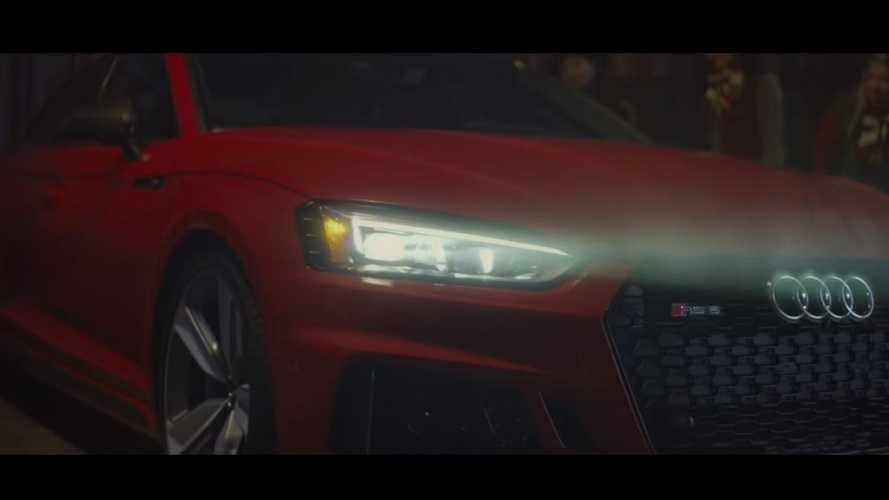 VIDÉO - Le père Noël craque pour l'Audi RS 5 Sportback !