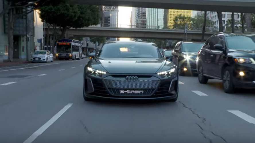 Audi'nin e-tron GT konseptinin kısa incelemesini izleyin