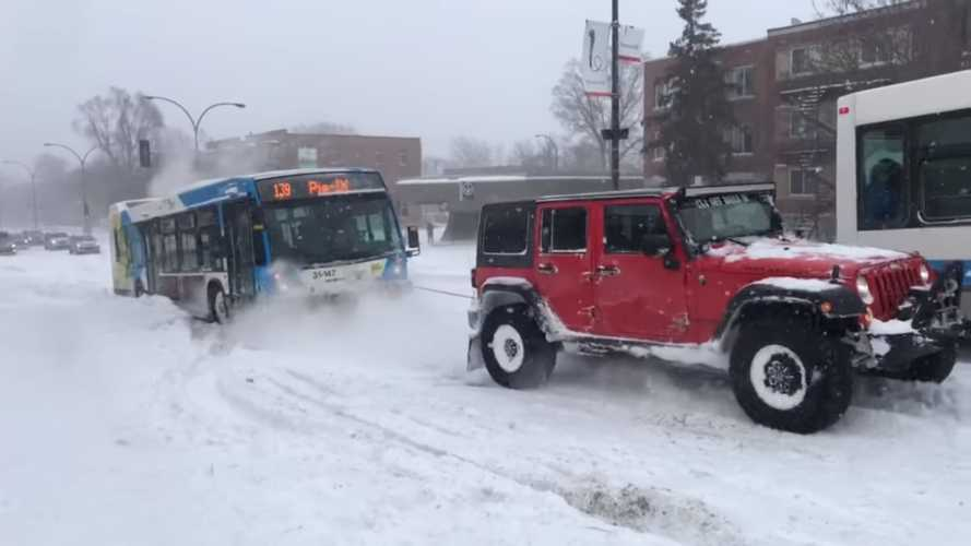 Snow-Bound Bus Saved By Three Plucky SUVs Strapped Together