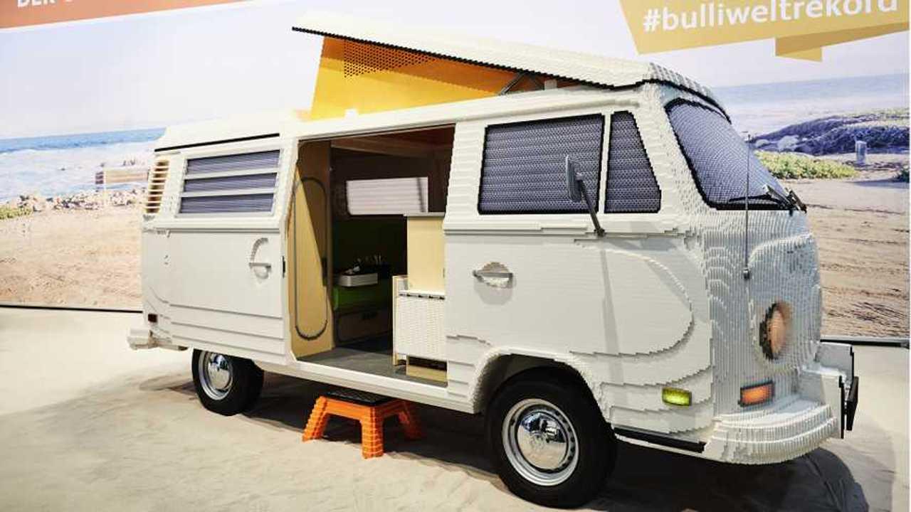 Volkswagen Bulli Camper in mattoncini LEGO