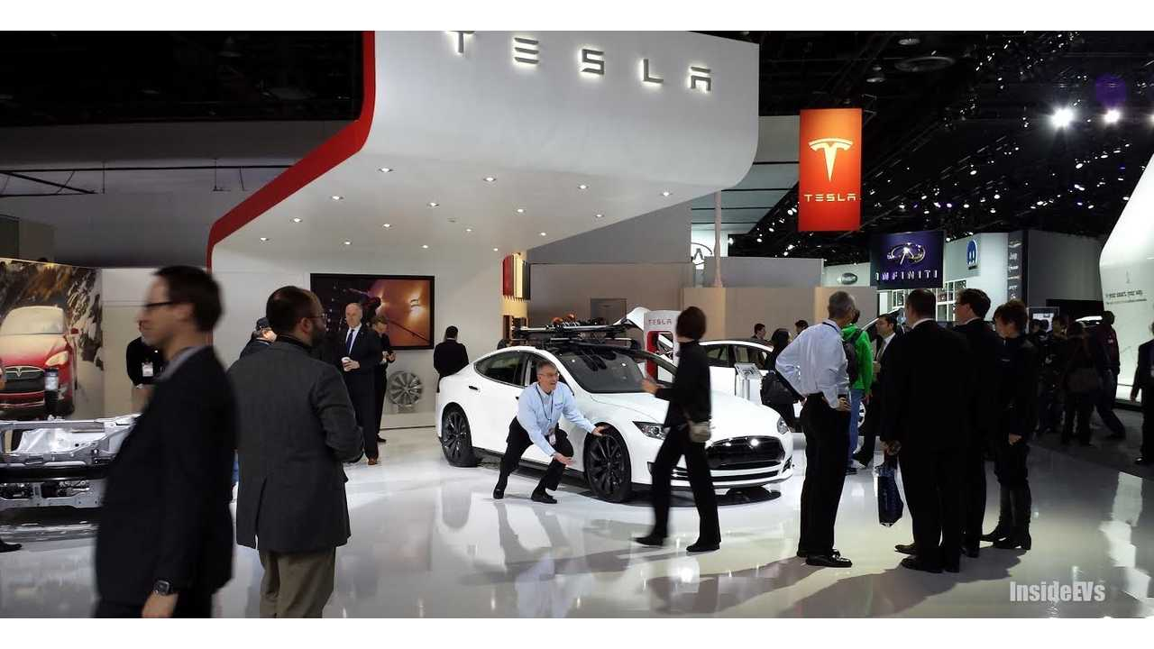 Tesla Model S - Hmm...What's That Journalist Doing by the Tire?