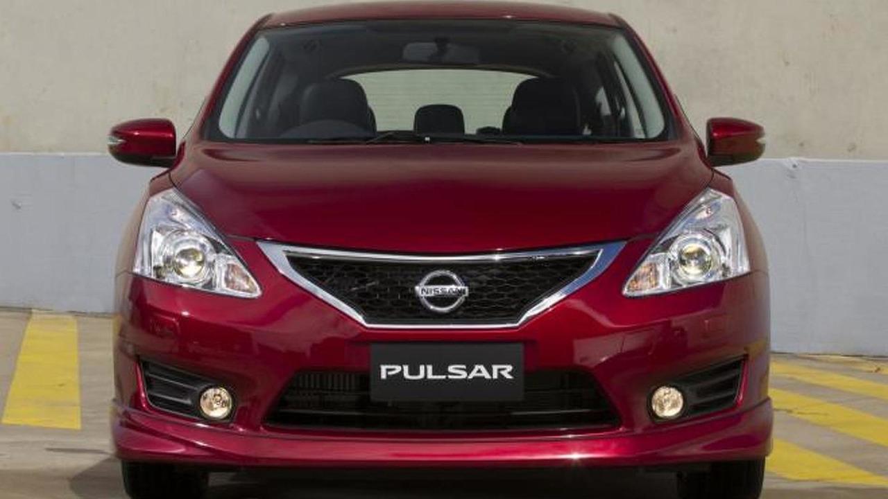 2013 Nissan Pulsar hatchback