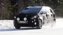 2013 Kia Rondo MPV spy photo