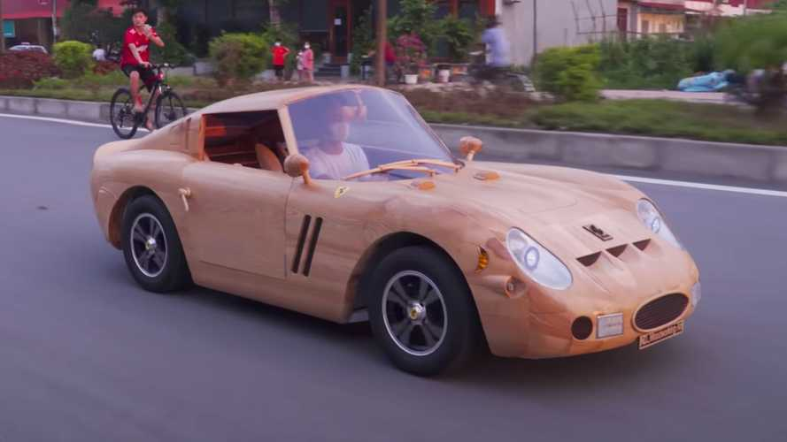 VIDÉO - Un père construit une Ferrari 250 GTO en bois pour son fils