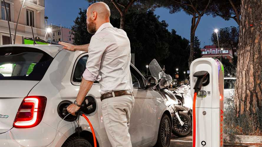 Cresce la rete di colonnine a Roma: adesso c'è anche Axpo