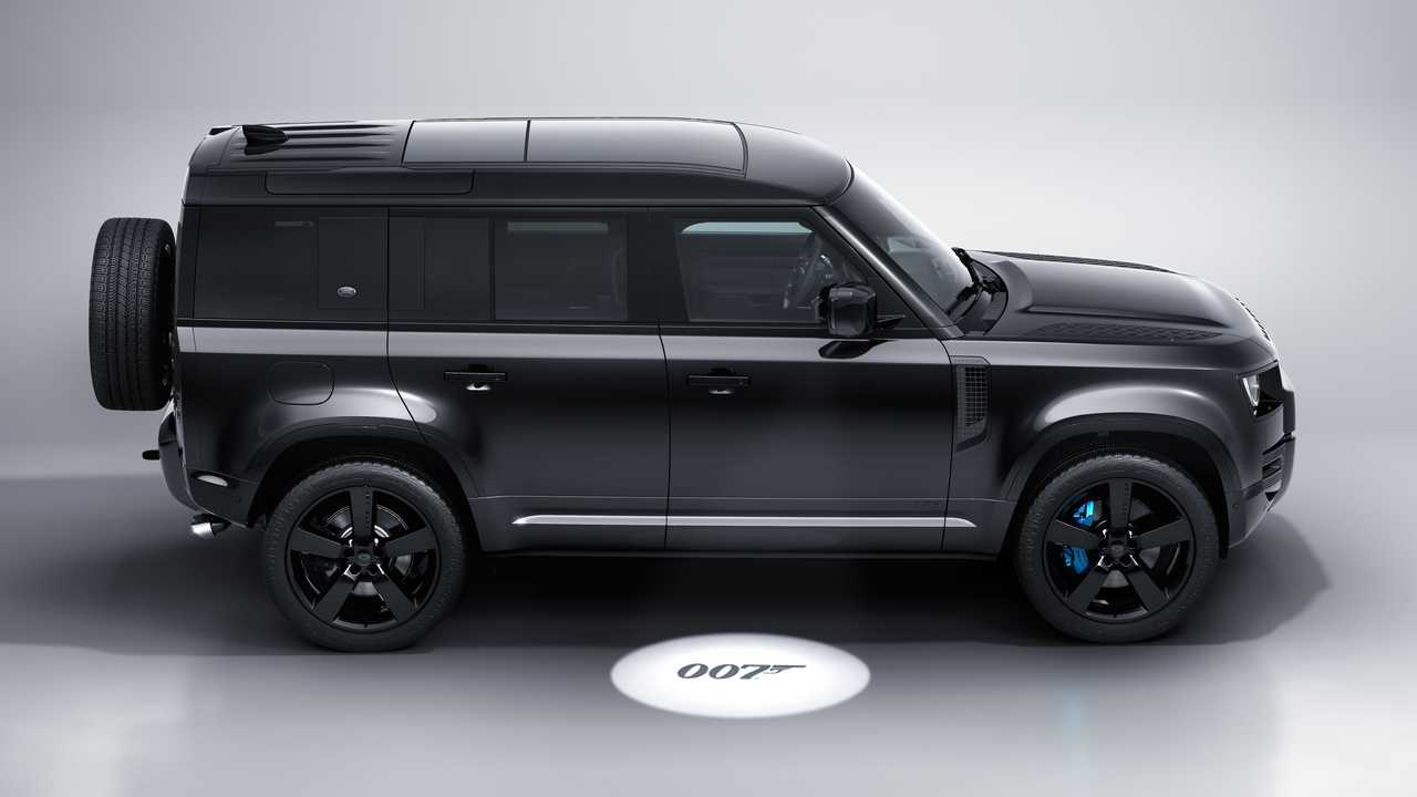 Der Land Rover Defender V8 Bond Edition sieht gut aus in Schwarz