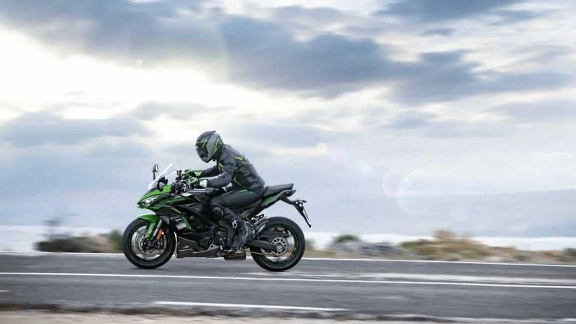 2022 Kawasaki Ninja 1000SX - Lens Flare