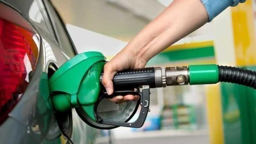 """Le gouvernement songe à mettre en place un """"chèque carburant"""""""