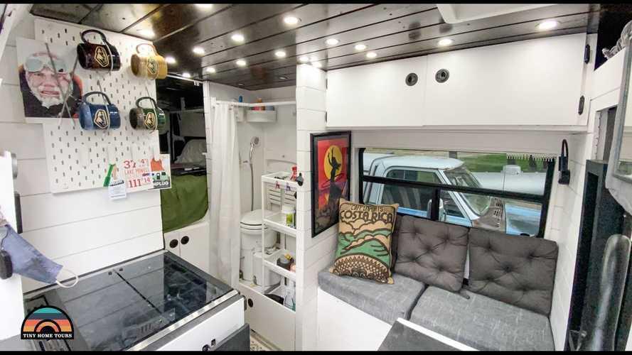 Ce camping-car fait maison est le rêve de tout nomade digital !