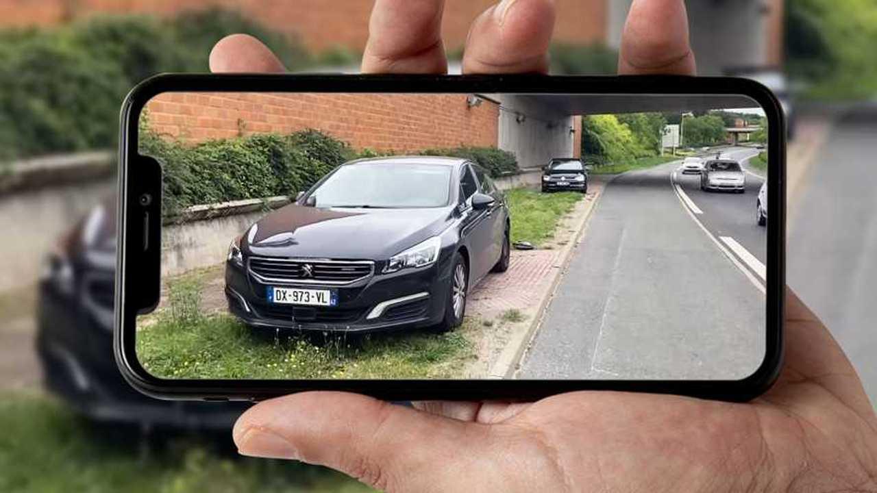Due auto private con autovelox in Francia