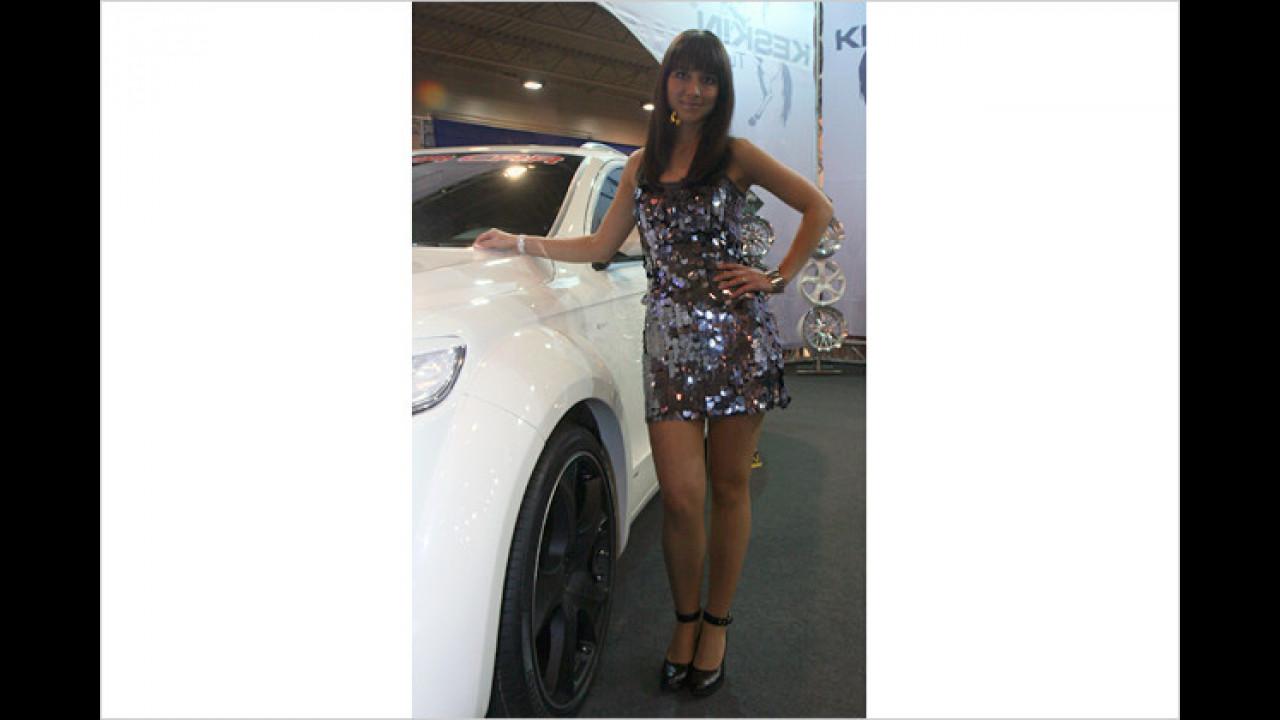 Dach-waschen dürfte für diese Dame bei diesem Auto schwer werden
