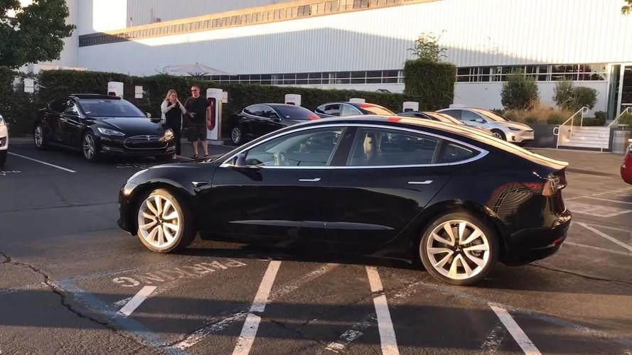Tesla Model 3 #0001'i yakından tanıyın