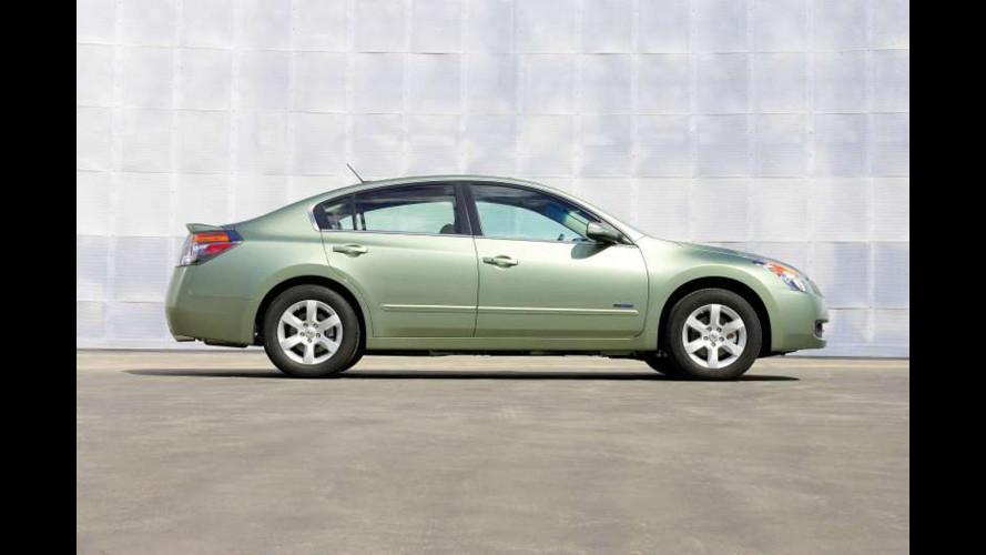 Al volante della Nissan Altima Hybrid