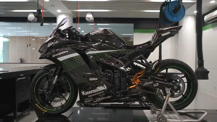 Kawasaki Indonesia Shows Us How To Modify A ZX-25R For The Track