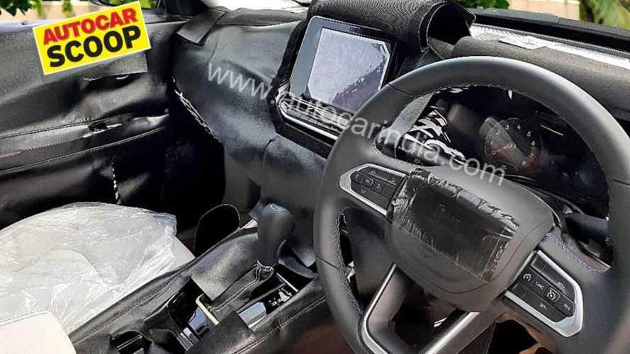 Flagra! Jeep Compass reestilizado terá nova multimídia e painel digital