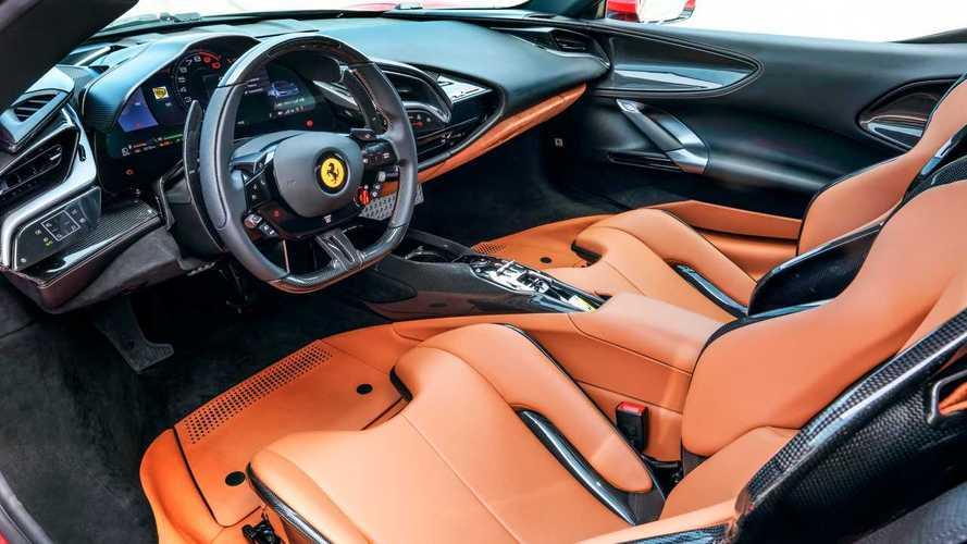 La Ferrari elettrica arriva entro il 2030: John Elkann cala l'asso