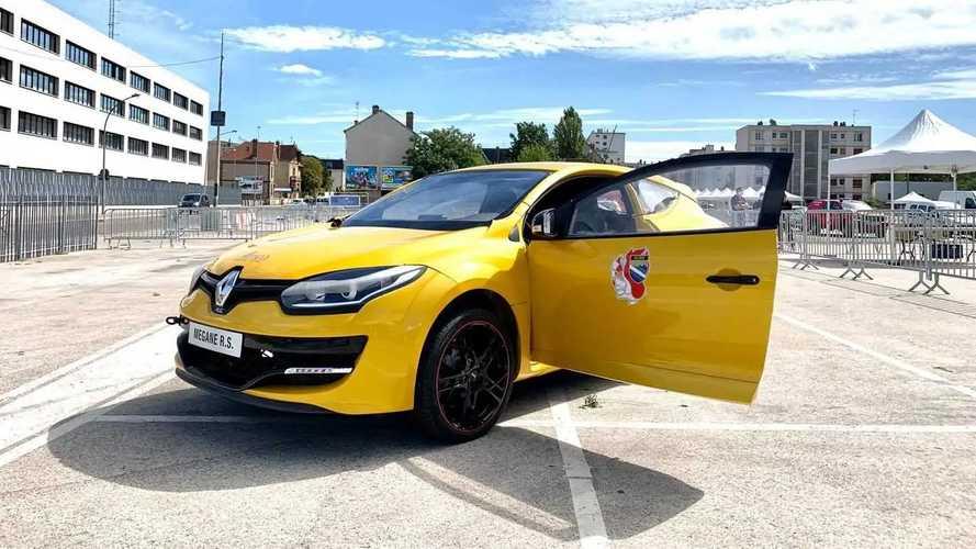 Renault Megane RS для тренировок спасателей