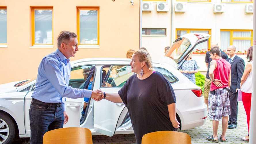 Mozgáskorlátozottakat segítő autókat állítanak szolgálatba több városban