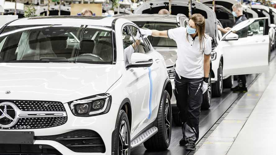 """Premio di 1.000 euro ai lavoratori Daimler: è il """"Corona Bonus"""""""