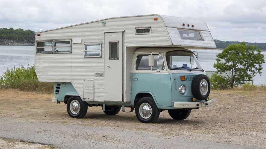 Esta Volkswagen T2 autocaravana lo tiene todo